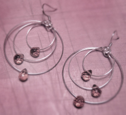 Three_loop_earrings_girard